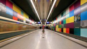 L'aménagement de certaines stations a été confié à des artistes, comme ici à la station Georg Brauchle Ring