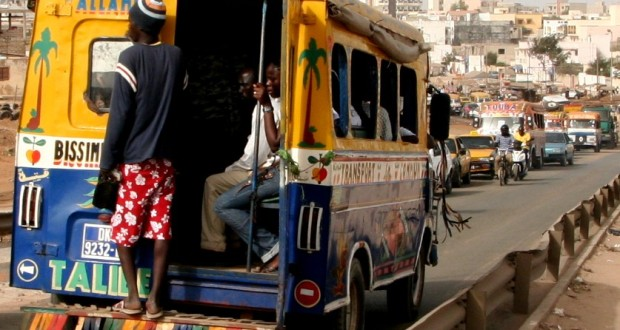 le transport dakar comment faire beaucoup avec peu de moyens transportshaker. Black Bedroom Furniture Sets. Home Design Ideas