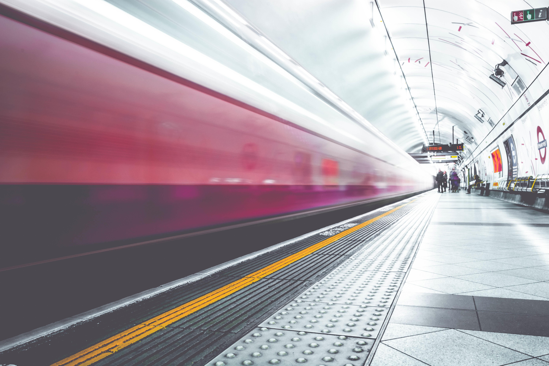 Métro connecté : quel avenir pour le déploiement d'un réseau Wi-Fi dans les tunnels et les trains du métro parisien ?