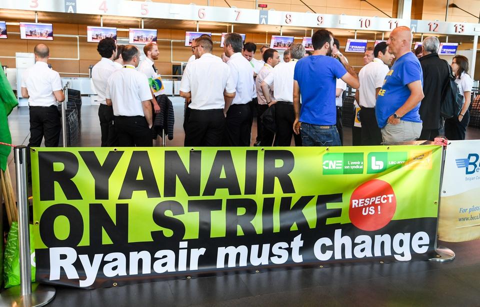 Grèves inédites, revendications sociales, vols annulés… Serait-ce la fin du modèle économique de Ryanair ?